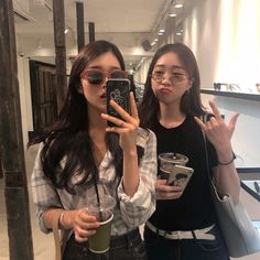 we just want to keep the moment together forever Foto Best Friend, Best Friend Couples, Best Friend Pictures, Bff Pictures, Ulzzang Korean Girl, Ulzzang Couple, Korean Girl Photo, Korean Best Friends, Girl Friendship