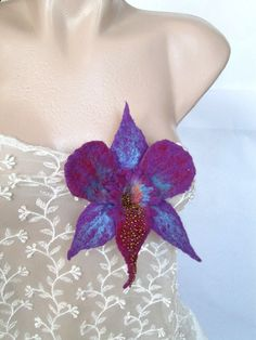 This beautiful orchid is made of felted superfine merino wool,emroidered then with very litle beads. Purple Orchids, Bubble Envelopes, Handmade Flowers, Flower Brooch, Felt Flowers, Flower Art, Things To Come, Wool, Beads