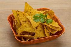 Prepara los tradicionales nachos de manera económica y saludable, para acompañar con la salsa que más te guste. Snack Recipes, Healthy Recipes, Snacks, Sin Gluten, Crepes, Lunch, Food, Vegan Food, Appetizers