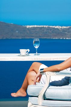 segel-gulet-charter-verleih-mit-crew-sardinien-italien-yacht-boutique/ - The world's most private search engine Queen Of The South, White Wine, Black And White, Sailing Holidays, Woman Wine, Santorini Greece, Foto Pose, Luxury Travel, Summertime