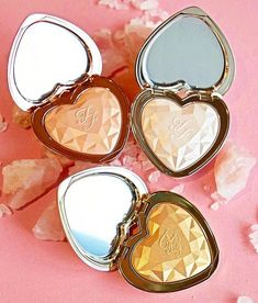 Too Faced Love Light Highlighters March 2017 – Sneak Peek If you needed something to brighten up your week, I have just the thing! There are new Too Faced Love Light Highlighters launching for March Pretty Makeup, Love Makeup, Makeup Inspo, Makeup Inspiration, Makeup Set, Perfect Makeup, Bright Makeup, Amazing Makeup, Fall Makeup
