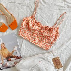 There is 1 tip to buy shoes. Crop Top Outfits, Cute Casual Outfits, Pretty Outfits, Clothes Mannequin, School Looks, Summer Outfits Women, Colorful Fashion, Aesthetic Clothes, Ideias Fashion