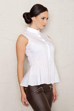 Koszula damska w białym kolorze o rozkloszowanym fasonie