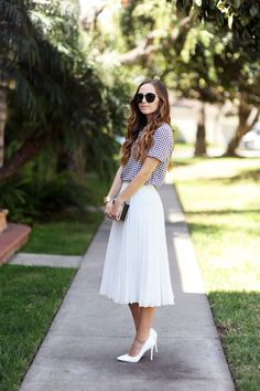 Long Sleeve to Short Sleeve Refashion - Style Me Pretty Living Skirt Fashion, Diy Fashion, Modest Work Outfits, White Pleated Skirt, Modesty Fashion, Fashion Looks, Up Girl, Look Chic, Refashion