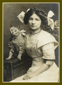 Fridge Magnet vintage Edwardian Lady with kitty cat Big Bows Antique Photos, Vintage Pictures, Vintage Photographs, Old Pictures, Vintage Images, Old Photos, Vintage Abbildungen, Vintage Ladies, Vintage Stuff