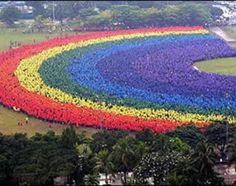 Largest human rainbow. 31,000 gather at Polytechinc University of the Philippines to set  a Guiness world record. Wow!
