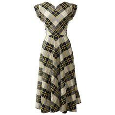 Preowned 1950s Chess Print Cotton Dress (505 BRL) ❤ liked on Polyvore featuring dresses, black, day dresses, skater skirt, pattern dress, vintage print dress, back zipper dress and short sleeve cotton dress