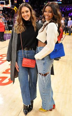 Jessica Alba & Gabrielle Union Attend a Basketball Game Together!: Photo Jessica Alba and Gabrielle Union get in some girl time while sitting courtside at a basketball game on Monday (December at the Staples Center in Los Angeles. Jessica Alba Outfit, Jessica Alba Casual, Jessica Alba Style, Jessica Alba Fashion, Miami Heat, Gabrielle Union, Celebrity Outfits, Celebrity Style, Celebrity Babies