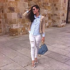 Light blue, taupe and white basic. #Rippedjeans, #fringedjacket and summer Humat #moccassins. Outfit Goals!