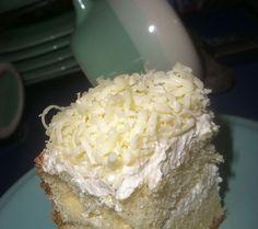 (testurnya lembyuuuut dan ringan... one slice is never enough!)   Sebenarnya udah lama pengen nyobain bikin bolu hongkong yg konon katanya ... Pastry Recipes, Cake Recipes, Dessert Recipes, Cake Cookies, Cupcake Cakes, Cup Cakes, Resep Cake, Egg Cake, Sweet Pie