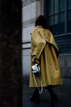 NYFW Street Style by Aldo Decaniz Nyfw Street Style, Military Inspired Fashion, Military Fashion, Chic Outfits, Carolina Herrera, Botas Balenciaga, Fashion Details, Fashion Design, Gucci