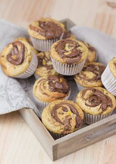 Objetivo: Cupcake Perfecto.: Muffins de plátano y nutella Nutella Muffins, Nutella Cupcakes, Vegan Cupcakes, Mini Cakes, Cupcake Cakes, No Bake Desserts, Dessert Recipes, Yummy Things To Bake, Candy Cakes