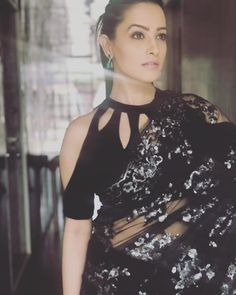 bollywood and TV actress anita hassanandani gorgeous in black & silver sequins saree and cold shoulder, halter like saree choli blouse with cut-outs on neckline and shoulders., and the perfect natural makeup. Stylish Blouse Design, Fancy Blouse Designs, Sari Blouse Designs, Blouse Styles, Latest Blouse Designs, Latest Blouse Patterns, Traditional Blouse Designs, Choli Blouse Design, Neckline Designs