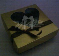 Caja para mini cupcakes y dulces tematica: personalizada Materiales: cartulina, cinta, acetato