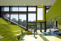 Kadawittfeldarchitektur have designed this day care in Hamburg, Germany. A large shared atrium play space offers stairs at varying scales. Kindergarten Interior, Kindergarten Projects, Kindergarten Design, Atrium, Education Architecture, Interior Architecture, Interior Design, Multipurpose Room, Learning Spaces