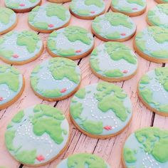 Biscuits décorés au glaçage royal mape-monde #biscuitsdécorés Creations, Sugar, Cookies, Sweet, Desserts, Royal Icing, Decorated Sugar Cookies, Bakery Business, World