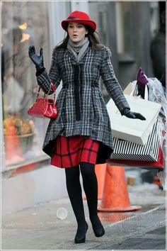 Resultados de la Búsqueda de imágenes de Google de http://media.onsugar.com/files/2011/01/02/1/1147/11476759/50d57958178c3fb5_Leighton-Messter-films-Gossip-Girl-SPL_1_.jpg