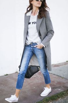 Jeans, tee, blazer