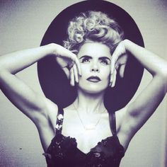 PALOMA FAITH- I'm in love with her style!