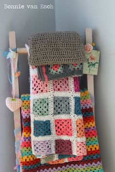 Great idea for displaying blankets.  Love this!
