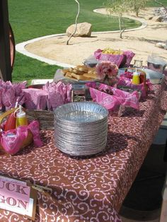 Pie tins as plates! - cowgirl birthday party