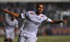 Sem espaço, o atacante Thiago Ribeiro está próximo de deixar o Santos e reforçar o Avaí para a sequencia dessa temporada 2017.