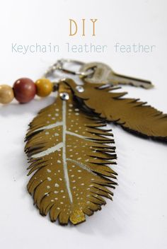 Interior Decorating Advice For The Decorating Challenged – DoItYourselfDecor Diy Keychain, Leather Keychain, Creation Couture, Creative Activities, Leather Jewelry, Decor Styles, Diy And Crafts, Feather, Hair Accessories