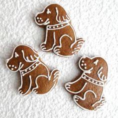 Perník - pejsek Pejsci k nakousnutí vyrobené z perníkového těsta, zdobené kornoutkovou technikou. Cena za 1 perník Posílám jako křehké zboží, aby cestou nedošlo k úhoně. Christmas Time, Xmas, Royal Icing, Gingerbread Cookies, Nom Nom, Desserts, Food, Crack Crackers, Cookies