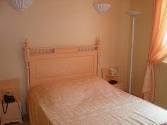 Hôtel La Ferme d'En Chon, à Biscarrosse Lac.  http://www.biscarrosse.com/Hotels,2
