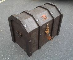 How to Turn an Ordinary Cooler into a Beer-Chilling Pirate Chest « Beer
