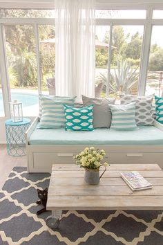 Color pop for the Florida Room 25 Coastal And Beach-Inspired Sunroom Design Ideas Sunroom Decorating, Sunroom Ideas, Screened In Porch, My New Room, Porches, My Dream Home, Home Remodeling, Outdoor Furniture Sets, Family Room