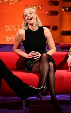 Jennifer Lawrence crossed legs in stockings and high heels Pantyhose Outfits, Black Pantyhose, Nylons, Jennifer Lawrence Legs, Jennifer Love Hewitt, Jennifer Lawrence Fashion, Jennifer Garner, Jenifer Lawrens, Jennifer Laurence