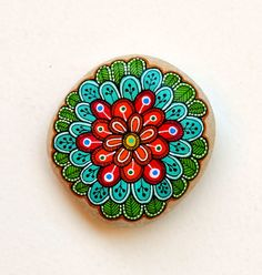 Hand Painted Stone Mandala Flower por ISassiDellAdriatico en Etsy