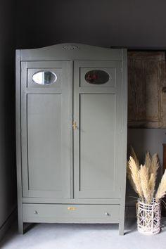 Gave vintage kast / kledingkast Lockers, Locker Storage, Cabinet, Furniture, Home Decor, Clothes Stand, Decoration Home, Room Decor, Closet