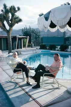 Yul Brynner and Frank Sinatra (from left) at the singer's Palm Springs home, 1971. Courtesy of John Bryson/Sygma/Corbis.