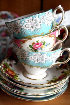 I want a bunch of mix matched plates and cups like this...