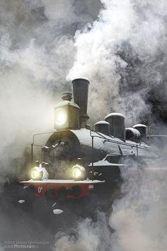 ♂ Train, wheels smoke, mist