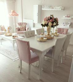 Pastellerin hakimiyetinde feminen ve şık bir dekor. Pınar hanımın çiçekler açan evi. Living Room Styles, Home Living Room, Living Room Designs, Living Room Decor, Bedroom Decor, Decor Room, Dinner Tables Furniture, Home Decor Furniture, Furniture Design