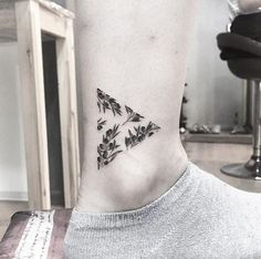 Olive triangle by Tattooist Up