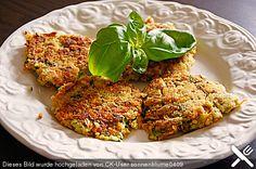 Möhren - Zucchini - Bratlinge (Rezept mit Bild) von Aluciama   Chefkoch.de Zucchini, Tandoori Chicken, Salmon Burgers, Meal Planning, Healthy Eating, Gluten Free, Meals, Vegan, Cooking