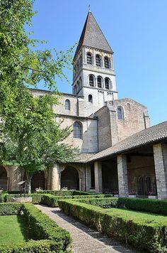 Abbaye Saint-Philibert - Tournus. Bourgogne Art Et Architecture, Romanesque Architecture, Romanesque Art, Art Roman, Cathedral Church, Chapelle, France, Built Environment, 12th Century