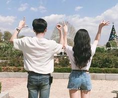 Uploaded by 노을 ☾. Find images and videos about love, boy and couple on We Heart It - the app to get lost in what you love. Mode Ulzzang, Korean Ulzzang, Ulzzang Girl, Korean Couple, Korean Girl, Cute Couples Goals, Couple Goals, Korean Best Friends, Couple Aesthetic