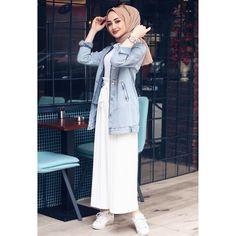 اَلمُسلِیمَۃ اَلصَالِیحَه Image may contain: 1 person standing and closeup Tesettür Tunik Modelleri 2020 Modest Fashion Hijab, Modern Hijab Fashion, Muslim Women Fashion, Street Hijab Fashion, Casual Hijab Outfit, Hijab Chic, Fashion Outfits, Hijab Trends, Hijab Fashionista