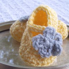Flower baby shoes.