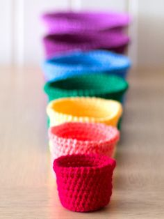 Free pattern for Crochet Set of rainbow nesting baskets- tutorial