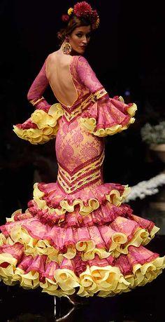 El Abanico Artesanía, Simof 2016 Flamenco Costume, Flamenco Dancers, Flamenco Dresses, Most Beautiful Dresses, Unique Dresses, Dance Fashion, Fashion Dresses, Spanish Dress, Spanish Dancer