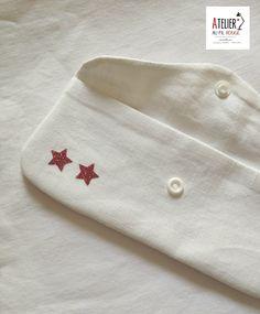 Trousse blanche Etoiles rouges - utilisation du flex - sans couture apparentes - rabat vague