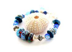 Bracelet bleu cobalt. Bracelet de perle de verre par wildwomanbeads