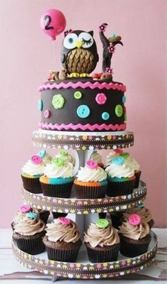 Love the idea of a cake on top of the cupcake stand! For first bday- the cake for little one to smash and cupcakes for the guests!