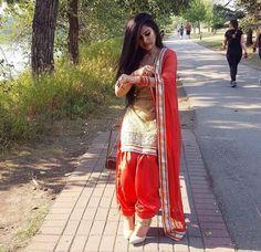Patiala Salwar Suits, Patiala Suit Designs, Shalwar Kameez, Punjabi Suits, Girls Dp, Cute Girls, Patiyala Dress, Punjabi Girls, Fashion Dresses